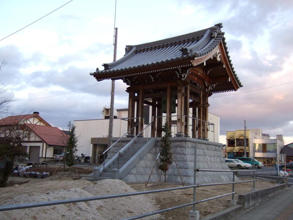 羅漢の店 水野石材店 鐘楼堂