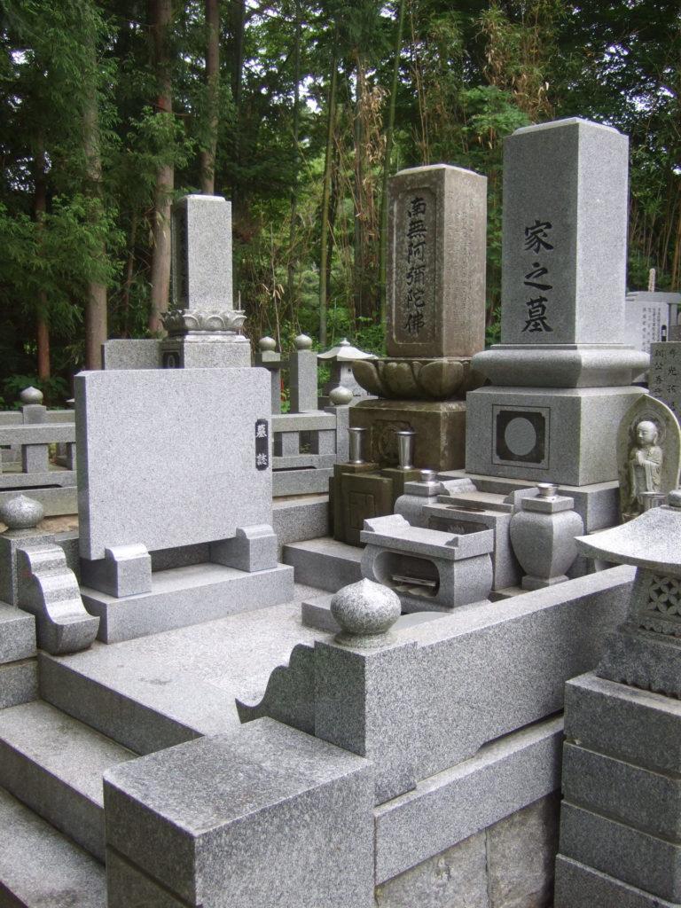 羅漢の店 水野石材店 お墓の除草対策 石張り施工後
