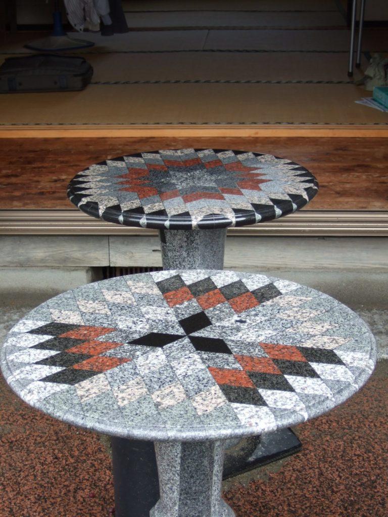 羅漢の店 水野石材店 石のテーブル