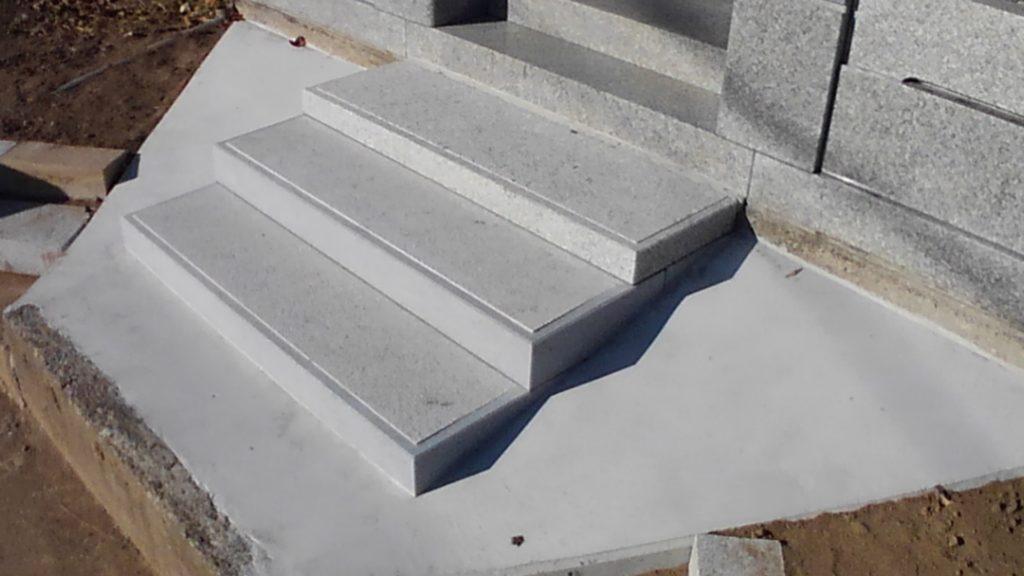ビシャン加工の石段施工02